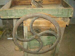 Antica-macchina-sgranatrice-mais