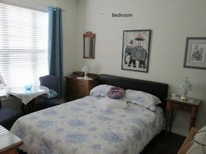 1 Spacious Furnished Bedroom in Niagara-on-the-Lake Old Town