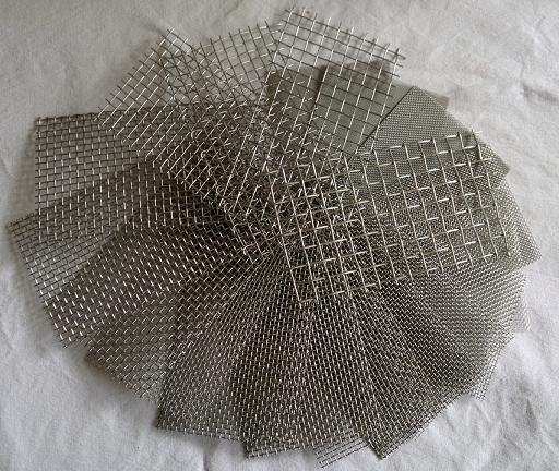 Edelstahl Drahtgewebe mit 0,72mm Maschenweite, 0,3mm Drahtstärke, 50cm x 20cm