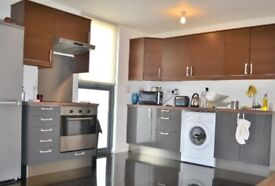 Stunning 2 Bed Flat Available Near To North Greenwich & Maze Hill Station