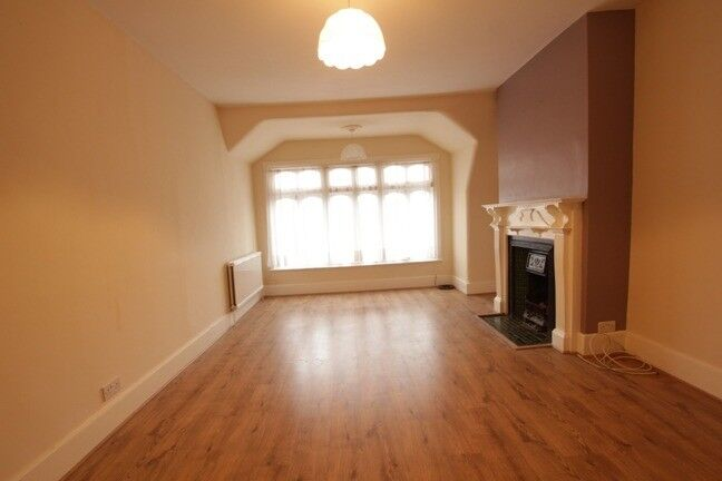 BEAUTIFUL LARGE 1 BEDROOM FLAT IN THE HEART OF MUSWELL HILL