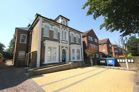 Amazing 2 bedroom flat in a lovely building. **PALMERS GREEN**