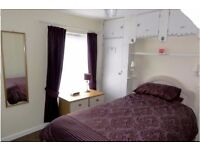Rooms in garden house by St Denys Train Station, available immediately