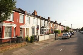 **NEW TO THE MARKET** 4 BEDROOM HOUSE WALKING DISTANCE TO MANOR HOUSE STATION