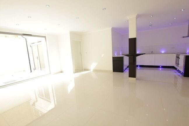***Luxurious garden flat available to rent - NO ADMIN FEE***