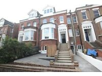 **2 BEDROOM - TOP FLOOR FLAT - BOUNDS GREEN/ALLY PALLY - OPEN PLAN RECEP/KITCHEN - 50% OFF ADMIN!**