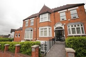 ABSOLUTELY STUNNING 3 BEDROOM PROPERTY LOCATED IN THE HEART OF CROUCH END N8!!!
