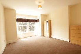 **3 bedroom maisonette 1 minute from Bound Green Station available!!Must see!!**