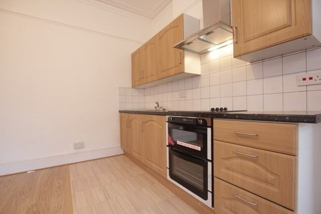 () 2 BEDROOM FLAT, AVAILABLE NOW, CROUCH END ()