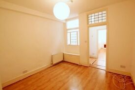 **2 bedroom garden flat just a minute from Muswell Hill Broadway availbe from September! **