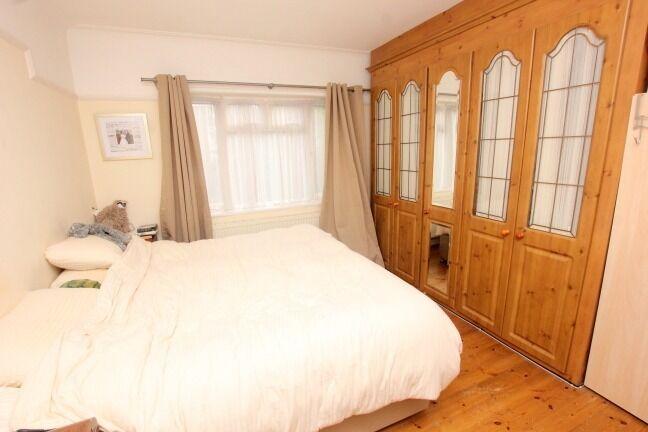 beautiful 2 bedroom property in N12!