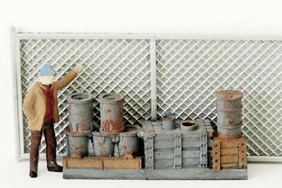 Lots of MILK CANS....MILK CANS by the DOZEN come all painted in N Scale