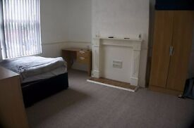 Lovely student house with 5 bedrooms! Ideal Location!