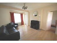 3 bedroom ground floor flat in a period mansion block in Chiswick