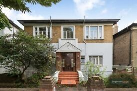 *NEWLY REDECORATED* A FANTASTIC TWO DOUBLE BEDROOM FLAT TO RENT IN ONE OF QUEENS PARK POPULAR ROADS.