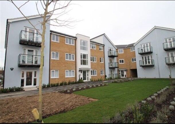 2 bed modern ground floor flat with private parking