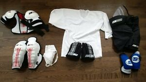 Youth Medium Hockey Gear for 5-7 year old