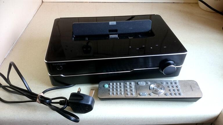 sandstrom micro hi fi system with docking station cd. Black Bedroom Furniture Sets. Home Design Ideas