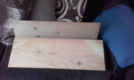 2x wooden shelves with brackets