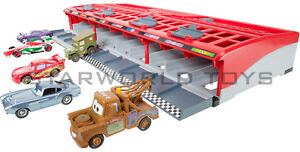 Cars-2-World-Grand-Prix-Race-Launcher-10-car-storage-NEW-Disney-Pixar-Mattel