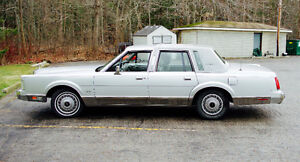 1988 Lincoln Town Car Signature Series Great Shape! Reduced