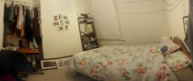 Double Room in Barons Court