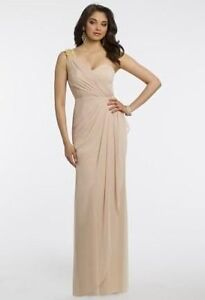 Single shoulder gown perfect for any formal event/wedding