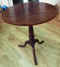 High Quality Georgian Mahogany Side Table with a Circular Tilting Top