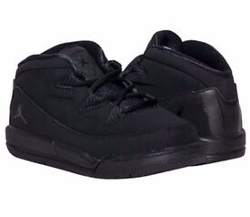 Kids size 5.5 black jordan deluxe trainers