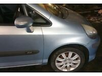 Honda Jazz O/S Front Wing Breaking For (2006)