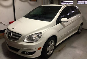 2008 Mercedes-Benz 200-Series TURBO Mint Condition.