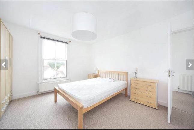 Spacious Double Room in Flat with Roof Terrace Overlooking Wandsworth Common