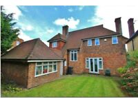 Spacious 3/4 bed linked detached House In Sydenham