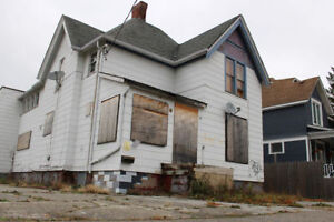 """Looking to Buy Houses in any condition 