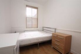 Large double bedroom to rent in a shared property in Ilford close to Gants Hill Station