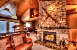 Fantastic 5 Bed Blue Mountain Chalet with Hot Tub - Sleeps 14