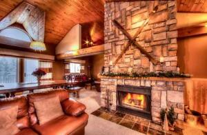6 Bed Luxury Blue Mountain Chalet - Private Beach