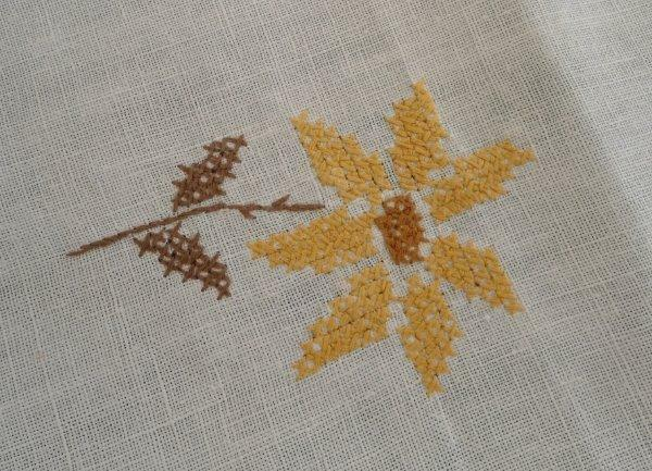 """Vintage Linen Tablecloth Golden Yellow Hand Embroidered Sunflowers Floral 73"""""""