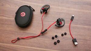 Powerbeats 2 Wireless Black earphones sports BNIB from Apple