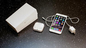 Unlocked Iphone 6, Mint Condition, White and Gold 16 GB