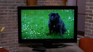 "Toshiba 32"" LED TV with Remote Like New"