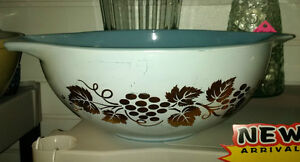 Pyrex set of 2 Golden Grapes 1960's 441 & 444 Prince George British Columbia image 1