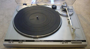 GUYS - WE HAVE 3 REALLY GOOD QUALITY TURNTABLES IN RIGHT NOW.