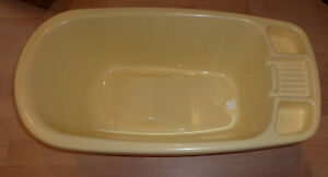 Great baby to toddler bath tub, MINT condition $5, 2 others $ 3 Kitchener / Waterloo Kitchener Area image 1