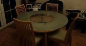 Round Dinner table + 4 chairs