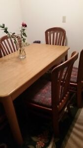 Dining Table with 6 Oak Chairs