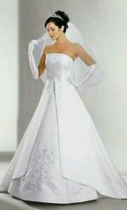SIZE 14 DAVIDS BRIDAL WEDDING GOWN