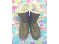 UK SIZE 6 UGG UGGS BOOTS BROWN