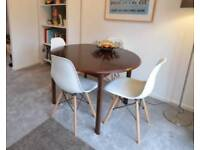 Extending dining table, seats 4 to 6