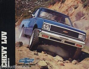 1982-Chevrolet-Chevy-Truck-Isuzu-Luv-Pickup-Sales-Brochure-Folder